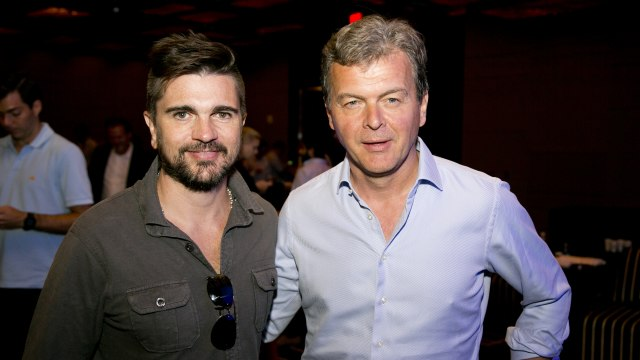 Juanes with Millicom CEO Hans-Holger Albrecht in Miami, June 2014.