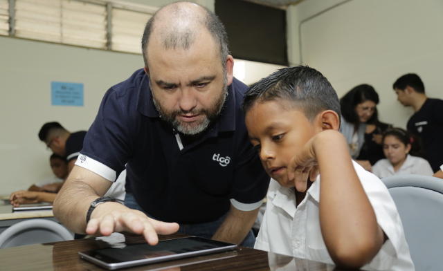 Tigo El Salvador's General Manager Marcelo Alemán shares some useful tips on how to study using a tablet device