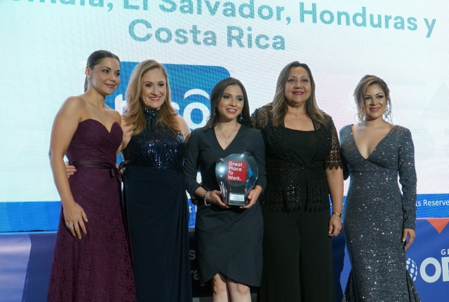 L-R: Tania Luna (Tigo Costa Rica), Margarita Wever (Tigo Guatemala), Wendy Díaz (Tigo Honduras), Rosario Zavaleta -(Millicom / Tigo El Salvador), Lesslie de Davidovich (Great Place to Work® Institute CA&C)