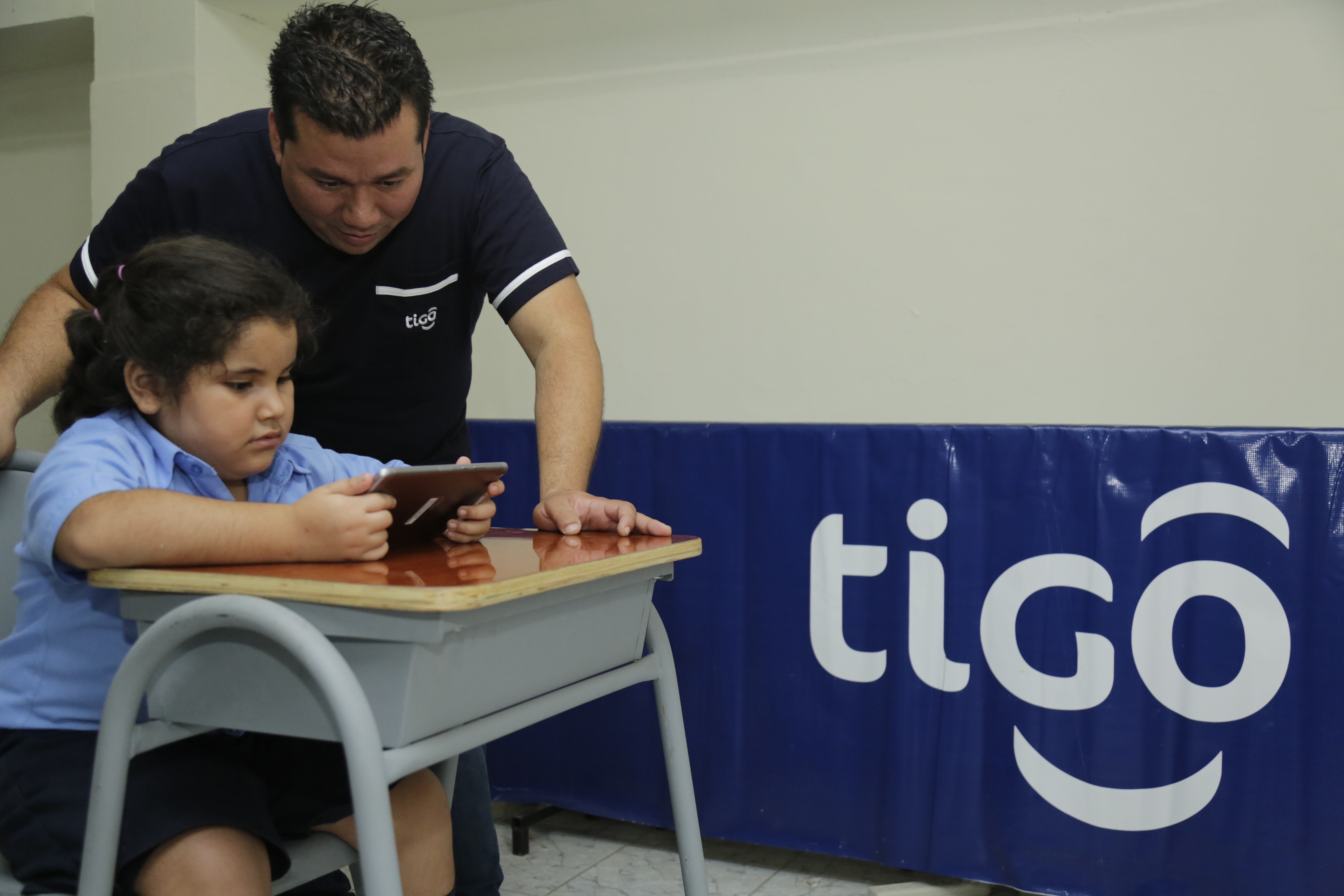 Conéctate Segur@ is a TIGO program aimed at educating children and young people in the good use of the internet.